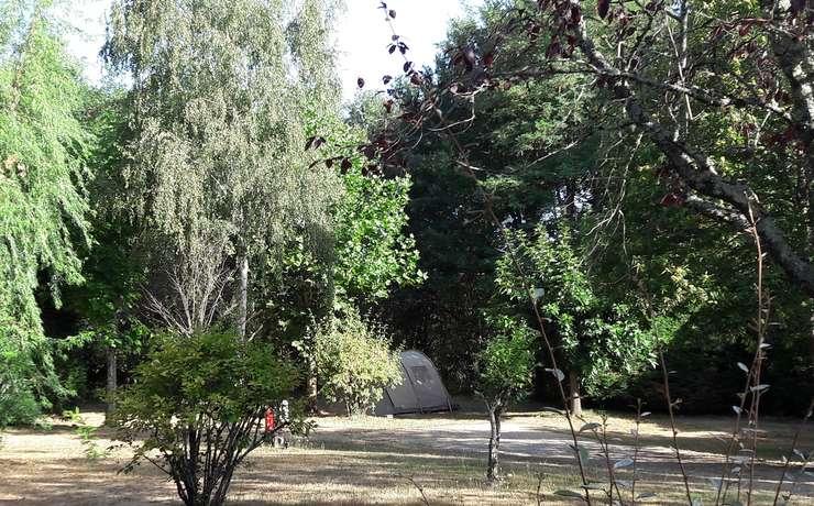 Camping Le Rêve - Emplacement dans un cadre naturel
