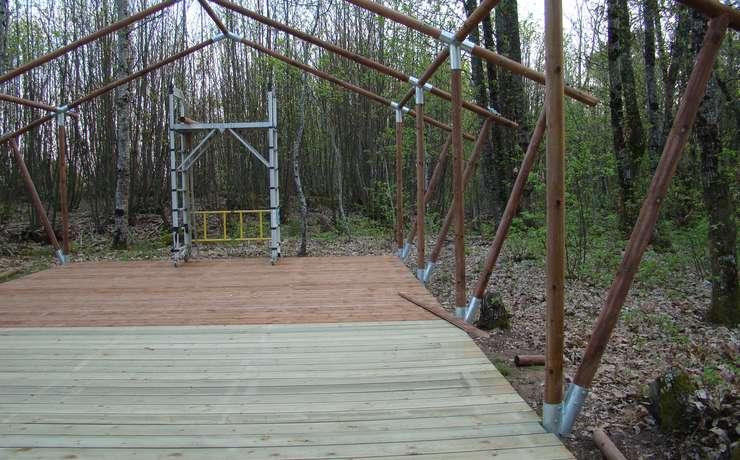 Camping Le Rêve - Pose du plancher intérieur et extérieur et de l'ossature