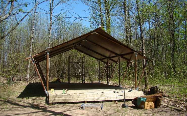 Camping Le Rêve - Pose de la toile de toit