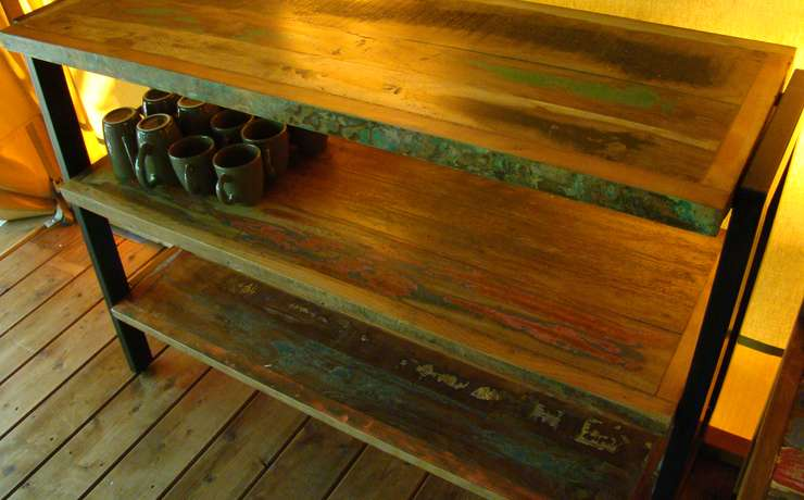 Camping Le Rêve – Recycled wood shelf