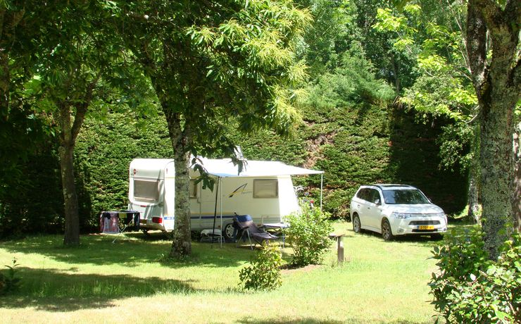 Camping Le rêve - Vaste emplacement herbeux