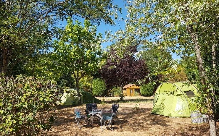 Emplacement de camping - Le Rêve - Emplacement semi-ombragé